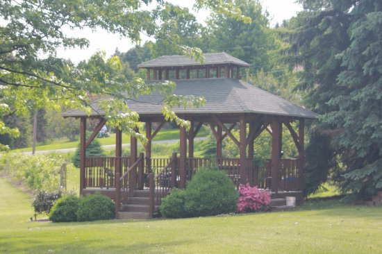 Vineyard Bed and Breakfast: The gazebo