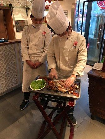 Jingzun Peking Duck Restaurant: photo1.jpg