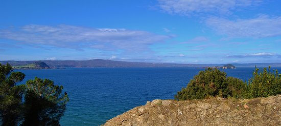 Il lago di Bolsena, visto da sopra la rocca di Capodimonte