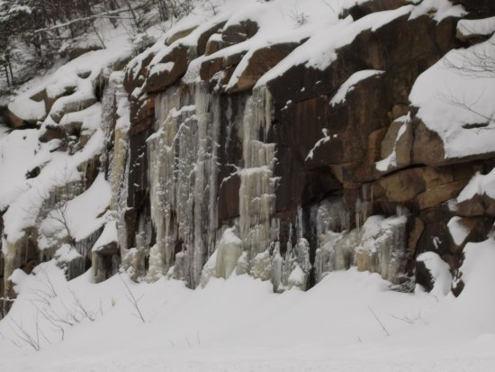 Kancamagus Highway: Ice covered granite