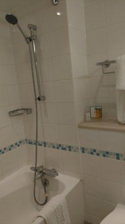 Wrotham Heath, UK: Decent shower