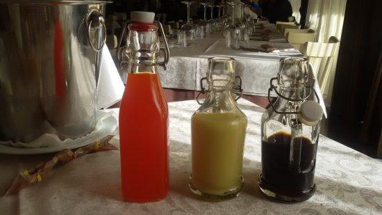 Monno, Itália: Arancello, bananino e liquirizia con limone