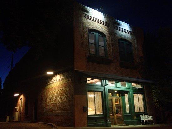 The Peerless Hotel: The Historic Peerless Hotel at night.