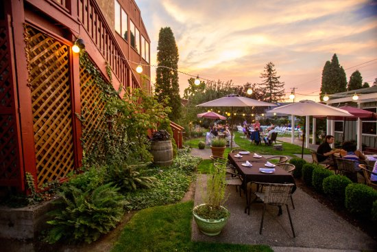 The Peerless Hotel: Dine in our beautiful gardens