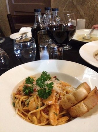 Chatham, Canada: Lunch Menu - Linguini Pollo Pesto - Delicious!!