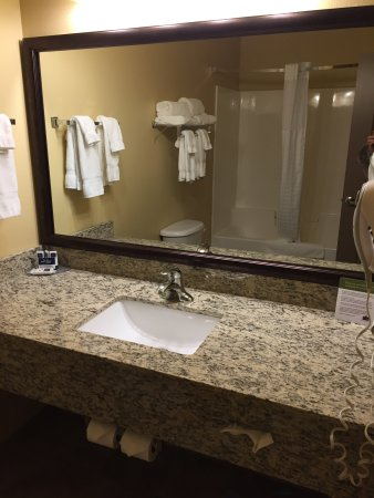 AmericInn Hotel & Suites Fargo South — 45th Street: photo1.jpg