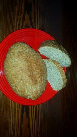 Fabbrica Curone, Italie : Pane integrale e crostata fatte in casa