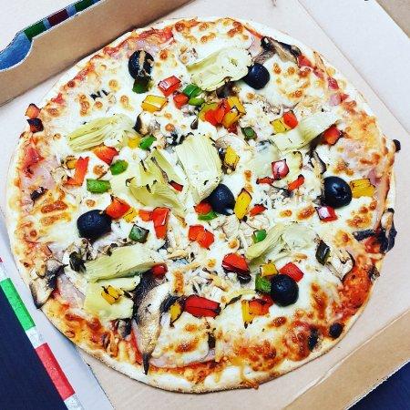 Trebes, Francia: Mia pizza