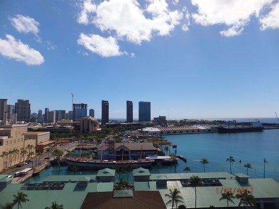 Aloha Tower Marketplace: Aloha Tower Views