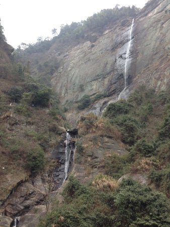 Lushan, Kina: Waterfalls