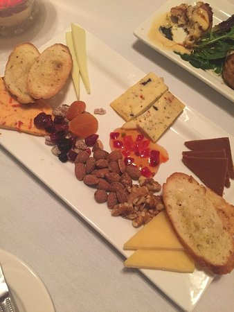 Lexington, NC: Wonderful local place!  A must try!  The cheese board is beyond awesome!