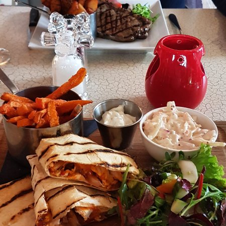 Sowerby Bridge, UK: Great as always and loving the £5 deal offer off grill  😊