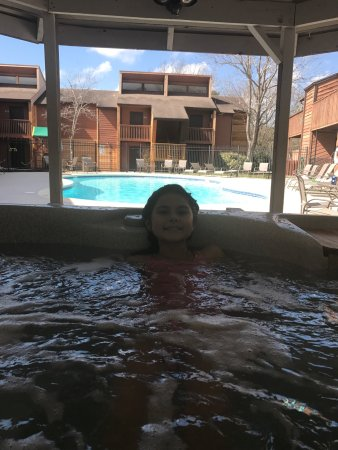 Montgomery, TX: Hot and pool area at Walden phase 11 is ok. It was not great because the pool doesn't have a hea