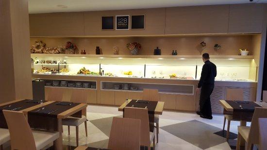 Hotel SERHS Rivoli Rambla: buffet desayuno