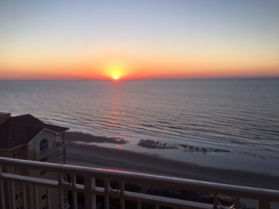 Myrtle Beach Marriott Resort & Spa at Grande Dunes : Sunrise from our room