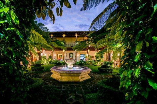 Palacio de Dona Leonor: Jardines y Fuente