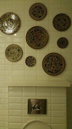 Arthur Hotel Jerusalem - an Atlas Boutique Hotel: nice decoration in the room's bathroom