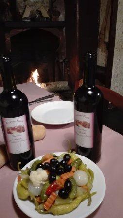 Faggeto Lario, Italy: Sottaceti e vino rosso