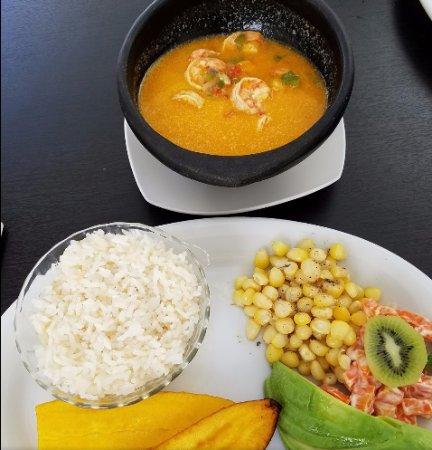Camarones con salsa de coco / shrimps in coconut milk