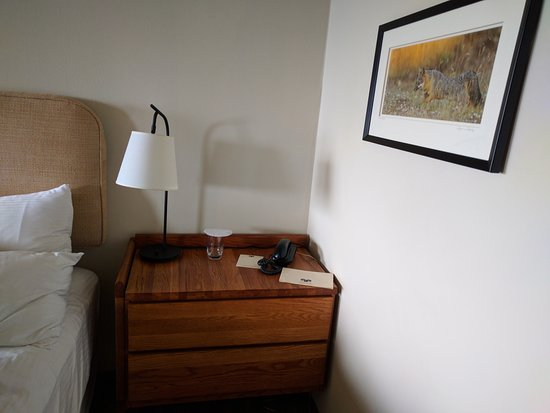 The Sea Ranch, CA: Desk with lamp on each side of the bed