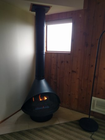 The Sea Ranch, Калифорния: Gas powered fireplace in room #8