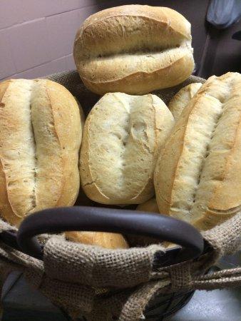Merendero Minyones : Buenísimo!!, Pan de leña y bocadillos muy generosos, de calidad!!