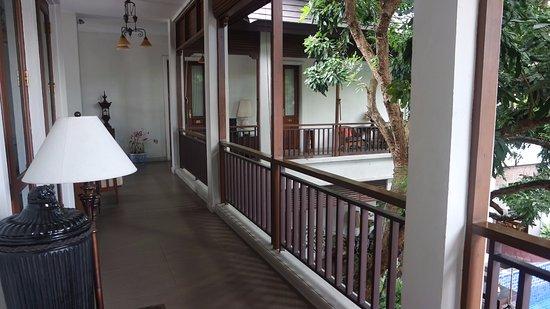 Baan Klang Wiang: 2nd floor landing