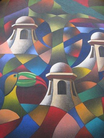 Crowne Plaza Guatemala: Me encanto esta pintura, es muy grande y le da un toque caracteristico a la recepcion.