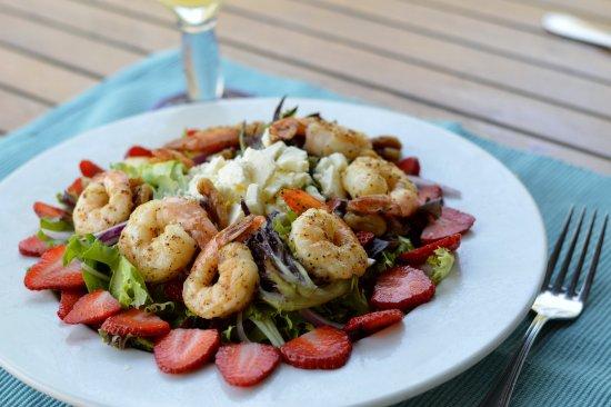 Malibu Beach Grill : Strawberry Shrimp Salad