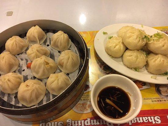 Shanghai Dumpling Shop : Soup Dumplings and Pan-Fried Pork Buns