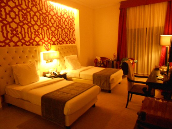 Il Palazzo Amman Hotel and Suites : massive and beautiful room