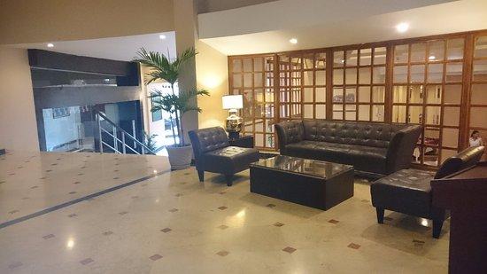 Plaza Paitilla Inn: Sala de estar