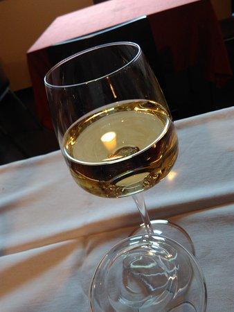 Penne, Italia: Ottimo vino Bianco della casa