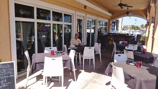 Torch Bistro : outdoor patio