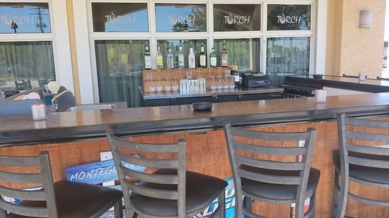 Torch Bistro : outdoor bar