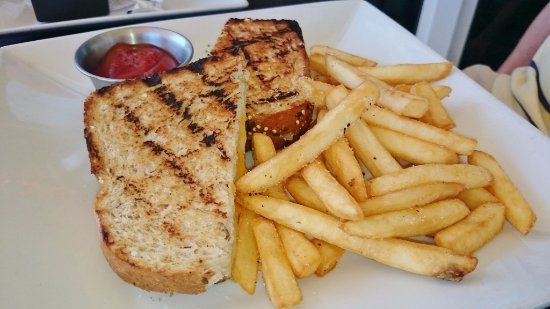 Torch Bistro : Grilled cheese with fries