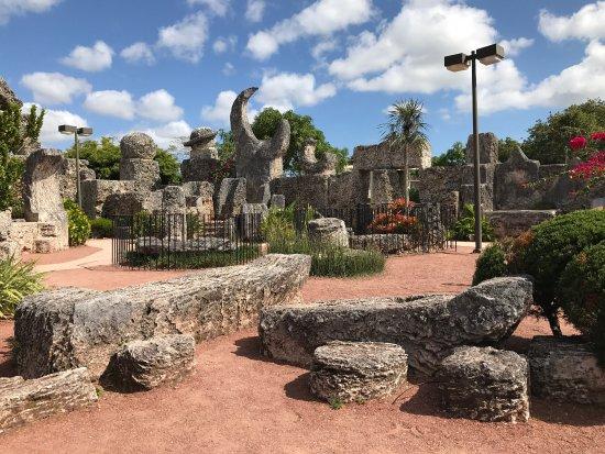 Coral Castle Museum: photo0.jpg