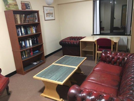 Belfast International Youth Hostel: Library