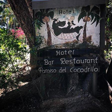 Hotel Paraiso del Cocodrilo: Cute Hotel sign.