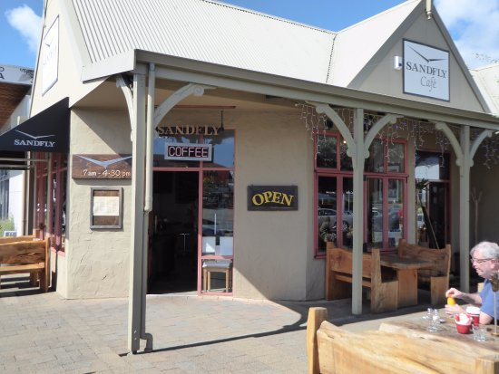 Sandfly Cafe: Entrance to a cornucopia of morning food delights