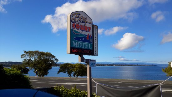 Bay Court Motel: Looking back the other way across Lake Taupo