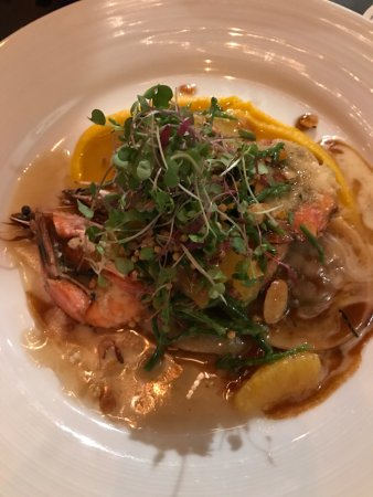 Roy's Waikiki Beach: Prawns with ravioli over pumpkin puree