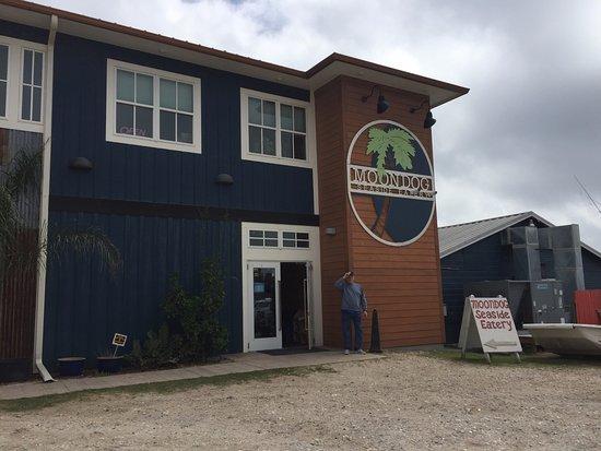 Fulton, TX: Moondog Seaside Eatery on the water.
