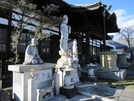 Maebashi, Japón: 10良寛像