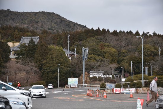 Setouchi, Japón: 黒井山パーキングの道路向かいにある寺です