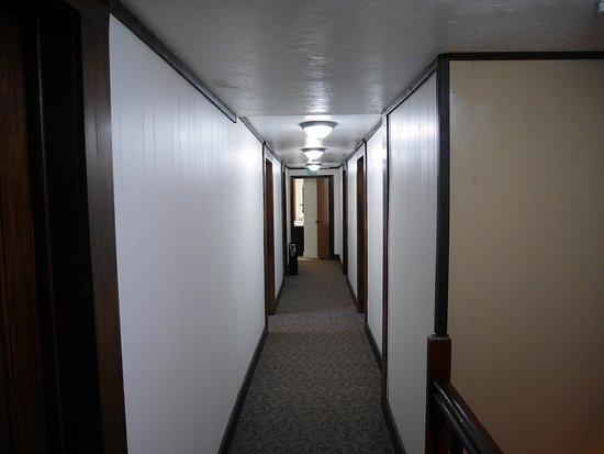 Jordan Valley, Oregón: Bathrooms at end of hall