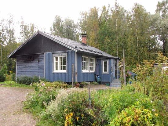 Hameenkyro, Finlandia: Miinan Savusauna sijaitsee kauniissa maisemassa veden äärellä. Talvella avantomahdollisuus!
