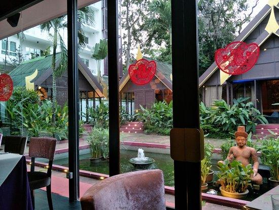 Rama V Fine Thai Cuisine: Outside