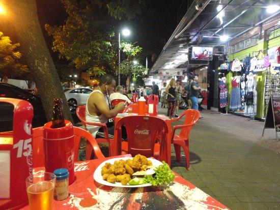 Aguas do Iguacu Hotel Centro: A nearby street cafe for dinner.