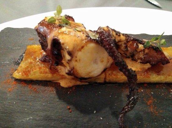 Lliria, Spain: Carpaccio de sepia y pulpo sobre lecho de patata aliñada increibles.